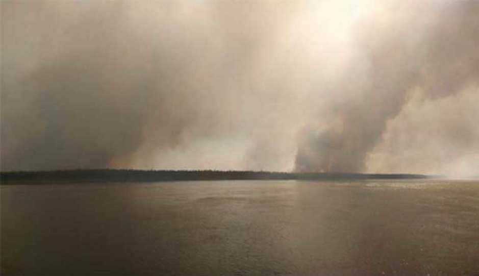The Kolyma River covered with smoke from wildfires in the extreme north of Yakutia, Russia above the Arctic Circle. Photo taken from a ship outside Srednekolymsk. Image by Vera Salnitskaya / Siberian Times found on Twitter.